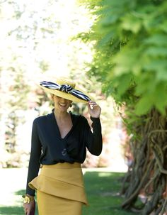 Look invitada boda tricolor - Confesiones de una Boda Outfits With Hats, Hot Outfits, Turbans, Modern Outfits, Retro Outfits, Fancy Hats, Denim And Lace, Ideias Fashion, Stylish