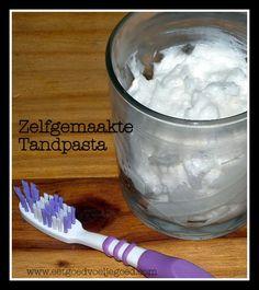 Natuurlijke Tandpasta | Tandpasta's op natuurlijke basis zijn er populair tegenwoordig. Maar wat is er mis met reguliere tandpasta? Net als de meeste andere
