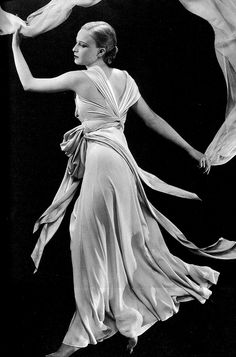 Sonia Colmer wearing Madeleine Vionnet by George Hoyningen-Huene for Vogue 1931 1930s Fashion, Edwardian Fashion, Emo Fashion, Vintage Fashion, Sarah Moon, Madeleine Vionnet, Paolo Roversi, Louise Brooks, Peter Lindbergh