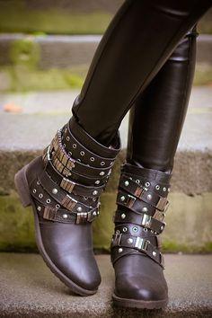 Golden knight (of Cydonia) | gvozdiShe Sock Shoes, Shoe Boots, Shoes Heels, Fashion Heels, Girl Fashion, Shoe Gallery, Wedding Heels, Luxury Shoes, Shoe Collection