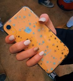 i need a yellow iphone xr w a star case
