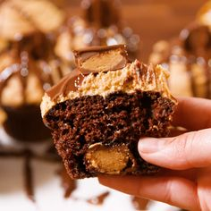 Reese's Stuffed Cupcakes – makingtrends Cupcake Videos, Cupcake Recipes, Cookie Recipes, Cupcake Cakes, Dessert Recipes, Reese's Cupcakes, Cupcakes Design, No Bake Desserts, Delicious Desserts