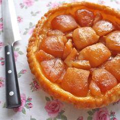 Obrácený jablkový koláč