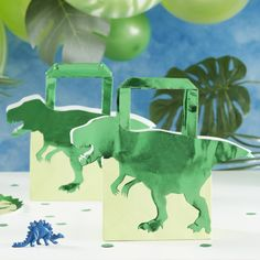 These green Foiled Dinosaur Shaped Bags are the perfect Dinosaur' party bag for your kid's birthday celebration. These fun party bags will be a roaring success with your party guests! Dinosaur Party Decorations, Dinosaur Party Supplies, Dinosaur Party Favors, Dinosaur Birthday Party, Birthday Party Favors, Happy Birthday, Birthday Cake, Birthday Treats, Toddler Party Favors