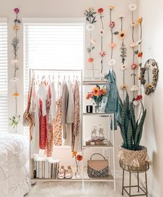 Check out this awesome little corner of the room from ! What …- - Home Decor Cute Bedroom Ideas, Cute Room Decor, Room Ideas Bedroom, Bedroom Decor, Bedroom Inspo, Bedroom Wall, Aesthetic Room Decor, Cozy Room, Dream Rooms