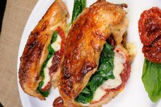Chicken breast stuffed with mozzarella and dried tomatoes .- Chicken breast stuffed with mozzarella and dried tomatoes, with sweet potato puree – nettetipps. Chicken Breast Recipes Healthy, Healthy Soup Recipes, Easy Chicken Recipes, Easy Recipes, Keto Recipes, Snack Recipes, Baked Chicken Tenders, Baked Chicken Breast, Chicken Breasts