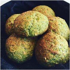 De her broccoliboller kan jeg ikke tag æren for, men vil alligevel gerne dele dem med jer. Det er Heidi Berner, min instagram veninde der står bag dem. Fik dem en dag hjemme ved hende, hvor vi holde en af vores sunde instagram brunch. 6-8 boller 1 Broccoli med stok 1 dl havregryn ....