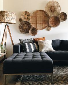 How to arrange a basket wall like a boss – Doug and Fir Interior, Boho Living Room, Basket Wall Decor, Home Decor, House Interior, Apartment Decor, Room Decor, Bedroom Decor, Living Decor