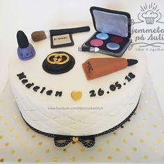 Kake for en konfirmanten som elsker sminker Birthday Cake, Cupcakes, Desserts, Food, Pies, Tailgate Desserts, Birthday Cakes, Cupcake, Meal