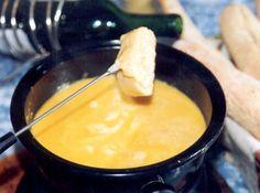 Como fazer Fondue de Queijo - Veja como fazer em: http://cybercook.com.br/como-fazer-fondue-de-queijo-r-15-9700.html?pinterest-rec