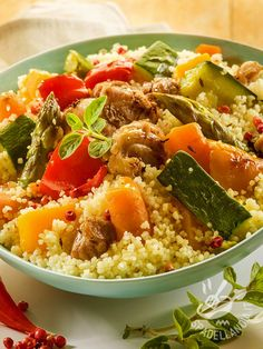 Couscous with Companion – Ingredients: 300 g of semolina, 300 g of carrots, 300 g of zucchini, 100 g of turnip, 140 g of tomato paste Vegetable Couscous, Vegetable Stew, Couscous Salad, Tunisian Food, Asian Diet, Cooking Recipes, Healthy Recipes, Simple Recipes, Best Diets