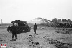 Wystawa czynna jest w placówce MIIWŚ do 15 marca przyszłego roku. Prezentowane na niej zdjęcia pochodzą z wyjątkowego zbioru, który w 2014 roku Muzeum II Wojny Światowej zakupiło od Krystyny Kukieły – córki zmarłego w 1945 r. w jednym z niemieckich obozów Henryka Poddębskiego. Diorama, Military Vehicles, Ww2, Poland, Army, Mountains, Tractors, Nature, Travel