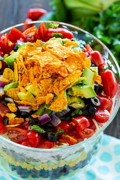 Layered Taco Salad - Spicy Southern Kitchen - - Layered Taco Salad has all the flavors of tacos piled on top of each other in a trifle dish. It's easy to make ahead for a potluck or party and it will feed a huge crowd. Beef Taco Salad Recipe, Frito Taco Salad, Taco Salad Bowls, Taco Salad Recipes, Mexican Food Recipes, Mexican Salads, Mexican Cooking, Salad Bar, Layered Taco Salads