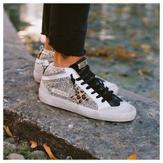 Limited Edition glitter and leo MID STAR now online. Cute Shoes, Me Too Shoes, Trendy Shoes, Superstar, Baskets, Star Wars, Dream Shoes, Sneakers Fashion, Shoe Boots