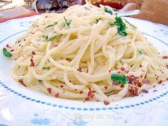 Špageti Aglio e olio Tasty, Yummy Food, Main Dishes, Spaghetti, Meals, Ethnic Recipes, Main Course Dishes, Entrees, Delicious Food
