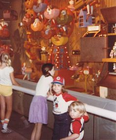 Old Disney, Vintage Disney, Disney Stuff, Disney Parks, Walt Disney World, Epcot Center, Disney Images, Tourist Places, 30th Anniversary