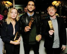 Phoebe Dynevor, Luke Pasqualino and Rupert Grint at the UK Snatch premiere at the BT Tower in London. Phoebe Dynevor, Luke Pasqualino, Rupert Grint, Pretty People, Jeans, Famous People, It Cast, London, Celebrities