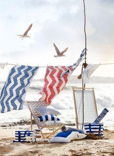 Pour l'été 2016, Ikea a imaginé une collection aux coloris très français : bleu, blanc et rouge. Une ligne, aux imprimés délicats, qui invite à passer cette saison à se