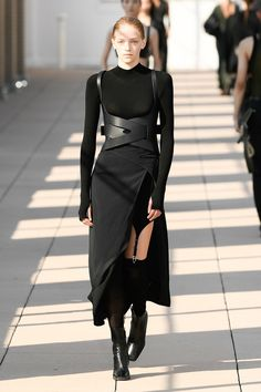 Dion Lee Spring 2020 Ready-to-Wear Fashion Show Collection: See the complete Dio. - Dion Lee Spring 2020 Ready-to-Wear Fashion Show Collection: See the complete Dion Lee Spring 2020 R - Dion Lee, Fashion Weeks, Fashion 2020, Fashion Outfits, Fashion Trends, Women's Runway Fashion, Fashionable Outfits, Dressy Outfits, Dark Fashion