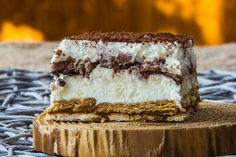 La torta di biscotti con crema di ricotta è un dolce molto veloce da preparare, senza bisogno di un passaggio in forno. Ecco la ricetta ed alcuni consigli