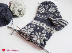 Instructions: knit Norwegian socks with star pattern – socken stricken Knitting Blogs, Knitting Charts, Knitting For Beginners, Knitting Patterns Free, Free Knitting, Baby Knitting, Free Pattern, Crochet Socks, Knitting Socks