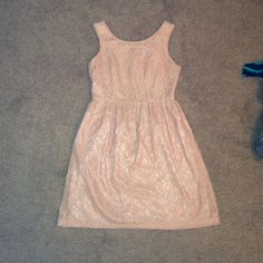 Forever 21 pink lace dress ADORABLE Forver 21 light pink lace dress with zipper on back!! Cute with boots and/or a cardigan!! Forever 21 Dresses Midi