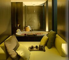 New Delhi Luxury Resort Photo Album and Hotel Images - picture tour