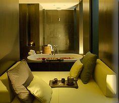 New Delhi Luxury Resort Photo Album and Hotel Images - picture tour