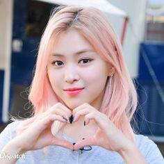 Photo album containing 5 pictures of Ryujin Kpop Girl Groups, Korean Girl Groups, Kpop Girls, Golden Family, Korean Princess, Beauty Full Girl, Na Jaemin, Pretty Asian, Asia Girl