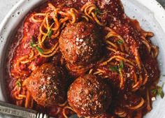 The best recipe for spaghetti sauce and meatballs .- A really delicious recipe for spaghetti sauce with meatballs … Very easy to make, because in the slow cooker! Sauce Spaghetti, Cooking Spaghetti, Spaghetti Recipes, Pasta Recipes, Confort Food, Cupcakes, Fresh Pasta, Food Staples, Recipes