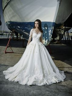 Bridal, evening and ball gowns made of exquisite fabrics and fine handwork will highlight your delicate, natural beauty and individuality on your unique Vienna, Bridal Style, Bridal Dresses, Ball Gowns, Bride, Spring, Unique, Beauty, Collection