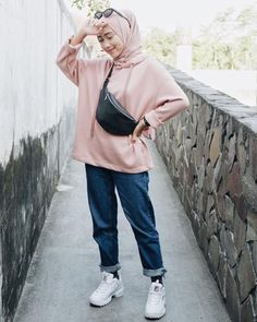 Top 9 Hijab Fashion For Jeans 2020 Top 9 Hijab Fashion For Jeans 2020 Hijab Fashion Summer, Modern Hijab Fashion, Street Hijab Fashion, Hijab Fashion Inspiration, Muslim Fashion, Mode Inspiration, Fashion Top, Ootd Fashion, Fashion Dresses
