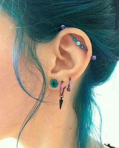 Body piercings are a commitment. This list of pros and cons of body piercings will hopefully help you in deciding if body piercings are right for you. Or if you have already experienced these maybe you'll find them relatable. Daith Piercing, Cute Ear Piercings, Tattoo Und Piercing, Facial Piercings, Tragus, Face Peircings, Bellybutton Piercings, Three Ear Piercings, Mouth Piercings