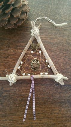 Hermoso buho y mariposa Driftwood por DreamsinDriftwood en Etsy Driftwood, Dream Catcher, Unique Gifts, Witch, Board, Flowers, Crafts, Etsy, Craft