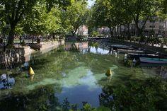 Baladez tranquillement dans les rues magnifiques d'Annecy. Il y a une vie ici ! ... France @ivannairem