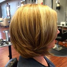 Best Hairstyles For Your 40s - Cropped Cutie - Most Flattering Haircuts And Hairstyles For Women In Their 40s, With The Best Hair Styles And Ideas On Pinterest And Instagram. Stylish And Sexy Short Hairstyles For Over 40. Hairstyles For 40 Year Old Women With Fine Hair, And Medium Length Hairstyles Over 40 That Are Super Cute, Low Maintenance, And Sexy. Photo Galleries And Tutorials For Long And Short Hairstyles To Help You Age Gracefully. Classy And Simple Haircuts and Styles That Are…