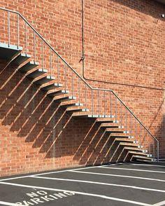 ✨ #architecture #arquitectura #shadowplay #hollywood #losangeles #california #noicemag #minimalcomicplay #tv_simplicity #ruevillemag