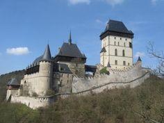 Známy český hrad Karlštejn Mansions, House Styles, Home Decor, Decoration Home, Manor Houses, Room Decor, Villas, Mansion, Home Interior Design