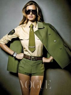 Oh Miss Flower Vogue Korea - Model Hyun Yi Lee looks adorable in the 'Oh! Miss Flower' Vogue Korea March 2010 shoot. This March issue of Vogue Korea may be celebrat. Military Trends, Military Chic, Military Looks, Military Women, Military Service, Gisele Bündchen, Military Inspired Fashion, Military Fashion, Vogue Korea