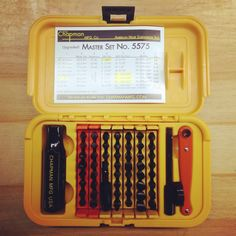 Chapman MFG 5573 Deluxe 25 Piece Standard and Metric Allen Hex Mini Ratchet and Screwdriver Set - Includes Phillips, Slotted, Standard and Metric Hex Bits Plus Added 2 Inch Extension Woodworking Power Tools, Woodworking Books, Fine Woodworking, Hand Tools Names, Hand Tools List, Tools For Sale, Ratchet, Tool Set