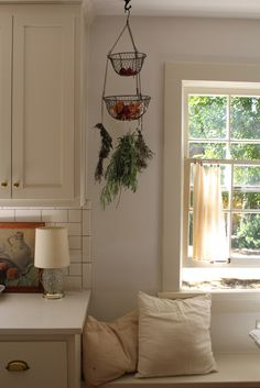 WHEN TO USE DRIED & WHEN TO USE FRESH + A LOVELY WAY TO DRY YOUR HERBS via Homesong