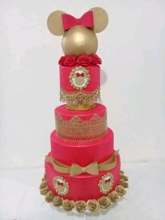 bolo fake minnie Realeza #bolofakeminnie #bolominnie #festaminnie #minnie Bolo Fake Minnie, Children, Cake, Pink Bows, Candy Table, Cake Ideas, Red Roses, Cake Toppers, Young Children