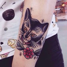 Love this #traditional #oldschooltattoo kitty by @local_pirate