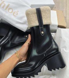 Dr Shoes, Hype Shoes, Sock Shoes, Me Too Shoes, Shoes Heels, Botas Chloe, Chloe Boots, Rain Boots, Ankle Boots