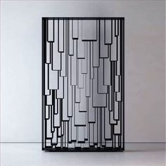 Panel--metal grille / lapped geometric shapes suggested by metal lines + neg space Partition Screen, Divider Screen, Metal Gates, Metal Screen, Decorative Screens, 3d Laser, Grill Design, Screen Design, Facade Design
