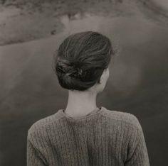 Emmet Gowin à la Fondation Henri Cartier-Bresson. Edith, Chincoteague Island (Virginie), 1967. © Emmet Gowin, Courtesy Pace/MacGill Gallery, New York