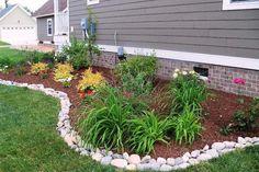 bordures de jardin -galets-parterre-végétaux-paillage-décoratif