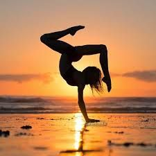 54 best ideas for fitness photoshoot poses handstand Dance Photography Poses, Gymnastics Photography, Dance Poses, Quotes About Photography, Yoga Poses, Amazing Dance Photography, Dance Picture Poses, Fitness Photography, Sunset Photography