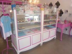 Love this Cupcake shop!!!