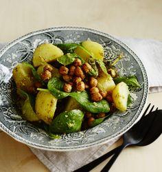 Perunasalaatin kastikkeeksi voi kermaviilin sijaan murskata avokadoa. Neljän hengen salaatille tulee hintaa alle 5 euroa.